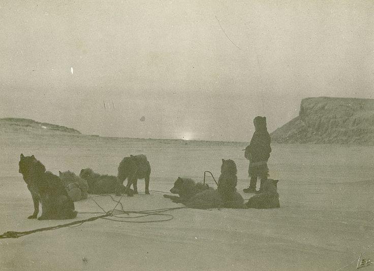 Рассвет. Северо Западные Территории, Канада. 1924 год.