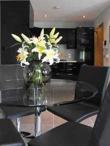 Black high gloss kitchen & dining area  www.conbudesign.com