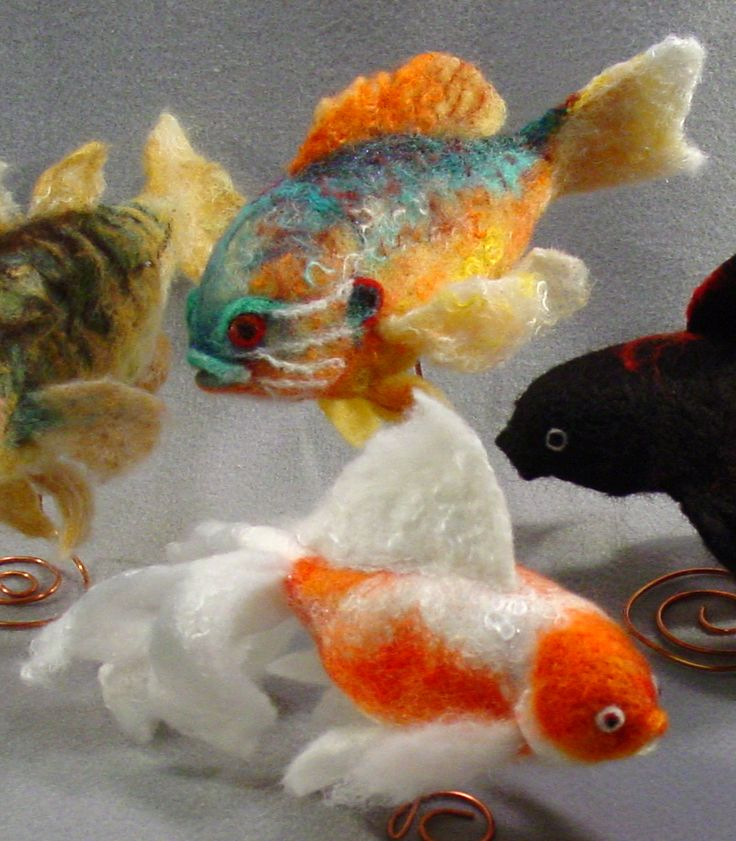 Felt Fish by Teri Canepa, these are really wonderful!: Wool Felt, Felt Fishi, Felt Projects, Felt Creatures, Awesome Felt, Needle Felt, Felt Art, Felt Needle, Felt Animal