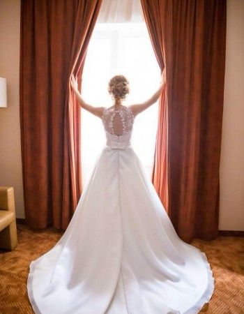 Mireasa noastra Anca, gratioasa in rochia de la Bella Sposa! Descopera colectia aici: www.bellasposa.ro #rochiidemireasa #miresereale #realbrides