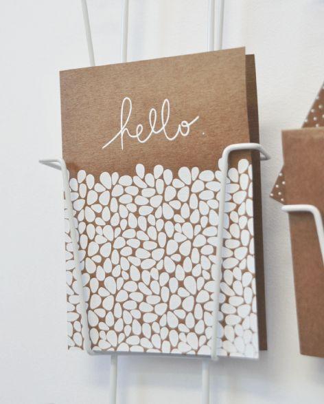 Hello Orage - Ouistiti Carte postale Hello, Hello, motif, serigraphie, handmade, sérigraphié en france, kraft, blanc, typo, manuscrite, typographie, design graphique