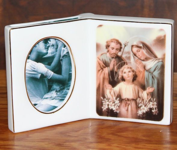 """""""Open Book"""" Picture Frame w/ Mary, Joseph and Child  # R-8012      $5.95"""