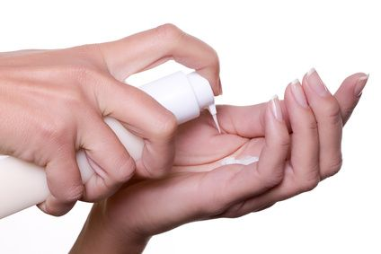 Recette de baume hydratant pour les mains sèches et gercées.