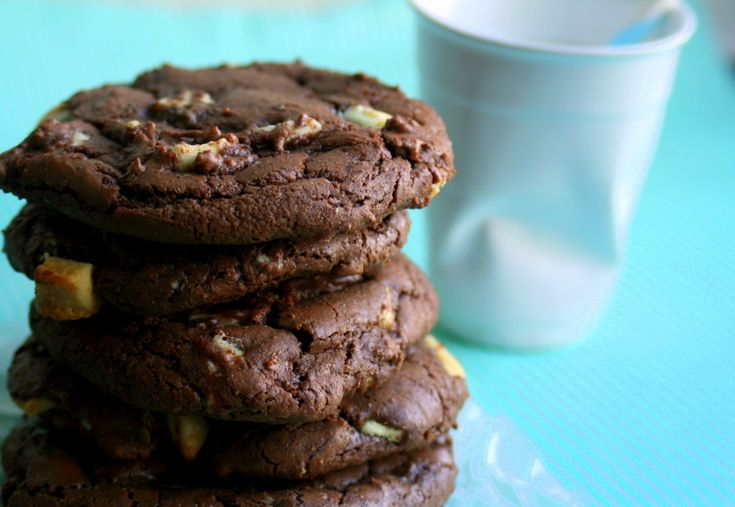 Mørke cookies med hvid chokolade