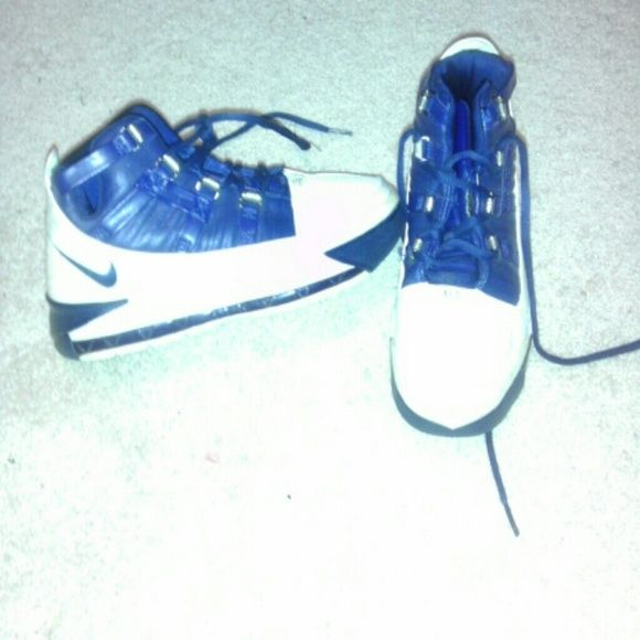 LeBron shoes Navy and white, good condition still can be worn they just don't look brand new. Boys 5, Women's 7 LeBrons Shoes