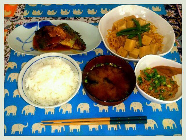 今日のあさごはん   ☆鯖の味噌煮    圧力鍋でプシューと。生姜をたっぷり入れてちょっと味が濃すぎでした (˜้ีロ ˜้ี;  )   ☆切り干し大根と高野豆腐の煮物   こちらはあっさりと仕上がりました (๑ºัºั๑)♡   ☆納豆&ホカホカごはんにお味噌汁  では、いただきます - 67件のもぐもぐ - 鯖の味噌煮( *˘╰╯˘*) ♡♥♡ by ゆき