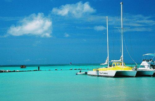 Una hermosa vista al mar captada desde la bella Aruba.    Extraído desde: viajeenhoteles.com