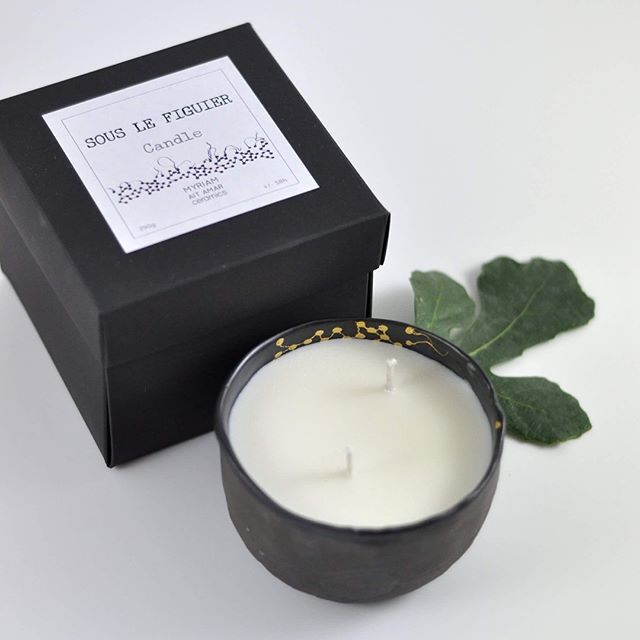 """50 heures """"sous le figuier"""", un petit bol moon black and gold pour la vie! . .Ce soir en exclusivité sur le eshop(lien dans ma bio), les frais de port sont offerts. . .myriamaitamarceramics.bigcartel.com/ . #candles #candleaddict #naturalcandles #sansphtalate #sanscmr #sansfumeenoire #bio #biodegradable #sanshuiledepalme #sansogm #sansparaffine #blackporcelain #porcelain #black #gold #uniquepiece #homesweethome #homedecor #instalife #loveit #photography #@marierouraphotography #creditphot..."""