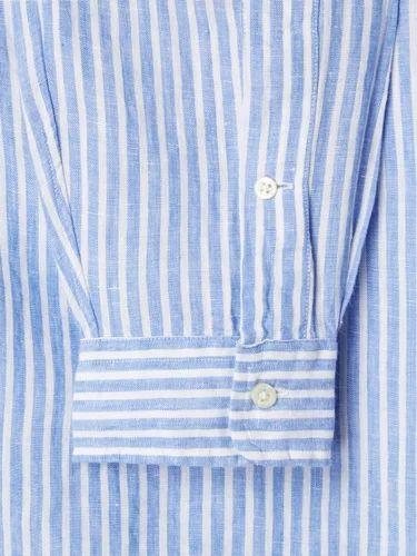 Aus leichtem Leinen gefertigt, ist dieses Freizeithemd von Polo Ralph Lauren eine ideale Wahl für warme Tage. Es zeigt sich mit Streifen-Dessin, Button-Down-Kragen und kleiner Logo-Stickerei auf Brusthöhe.