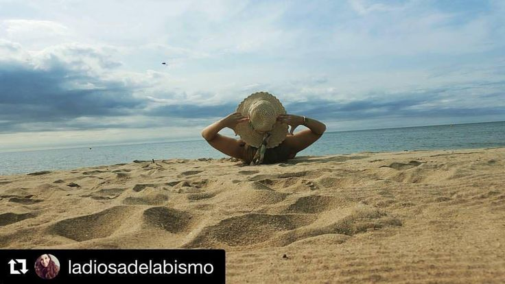 #Repost @ladiosadelabismo (@get_repost) ・・・ …Prometo volver a verte pronto… Corto pero intenso, ahora seguiré disfrutando del periodo vacacional que queda 😁 #summer17 #holidays #vacaciones #beach #cambrils #tarragona #relaxtime #seguimosdevacas...