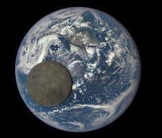 La NASA publica la imagen más «épica» de la Luna mientras cruza la Tierra  - ABC.es