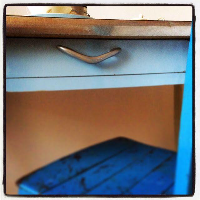 Dettaglio tavolo formica Venite a trovarci su www.facebook.com/retroanddesign http://retroanddesign.blogspot.it/2014/09/tutti-invitati-per-una-tazza-di-the.html