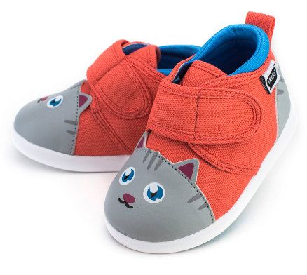 ikiki Chairman Meow Squeaky Shoes- Size 3)
