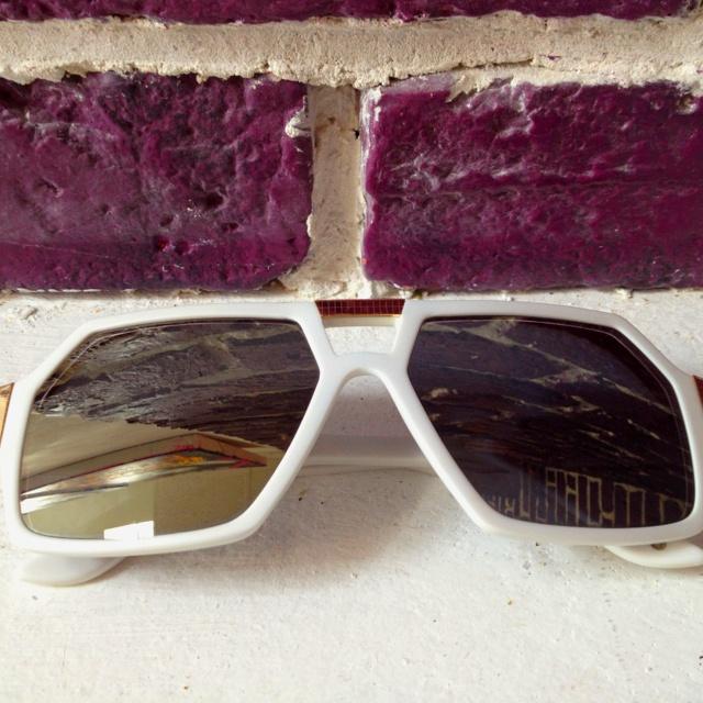 Des lunettes blanches et dorées !! J en suis fier !!: En Suis, Des Lunettes, Sui Fier, Lunett Blanche, Suis Fier, Lunettes Blanches
