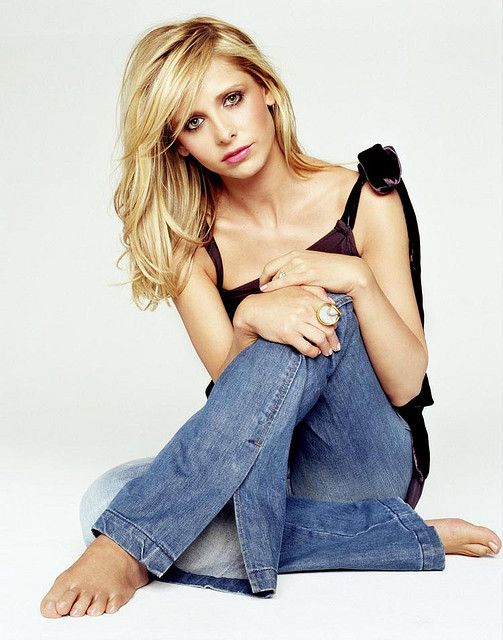 Blonde hair color, cut (long bangs). Sarah Michelle Geller