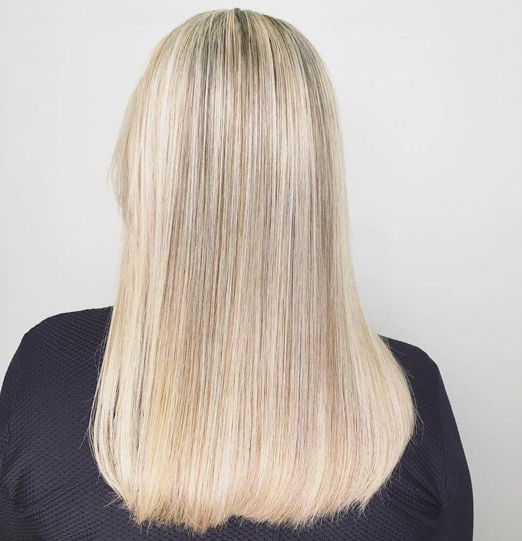 Power Icy Blond por nosso time criativo com o novo BlondMe! A nova tecnologia Bond Enforcing se interliga às pontes estruturais dos fios fortalecendo-os e prevenindo a quebra! #colorboutique #vilamadalena #eusouskp #schwarzkopfpro #strongbonds #blondme #modernsalon #behindthechair #hairbythisp