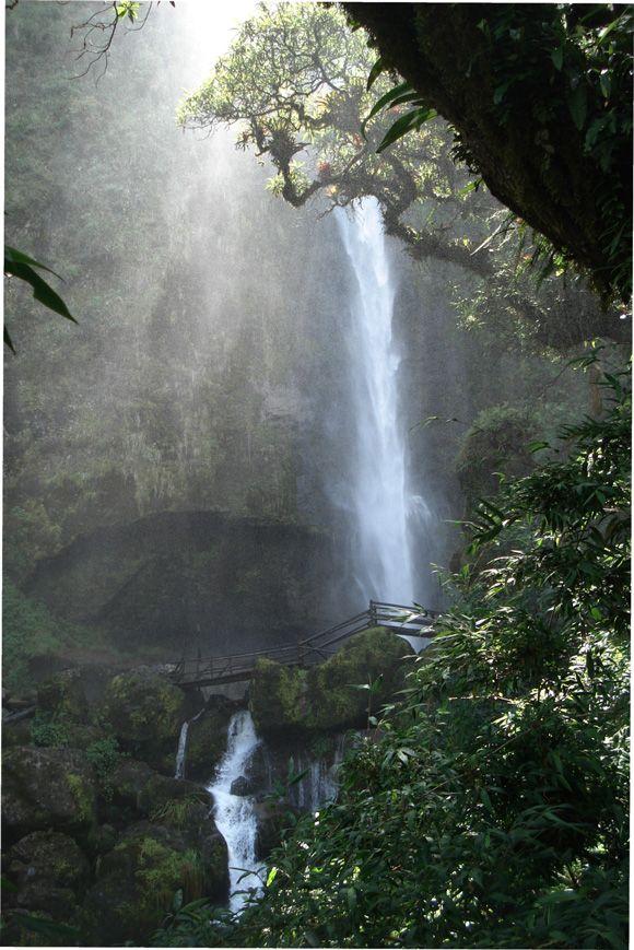 A beautiful waterfall near Cuenca #Ecuador.