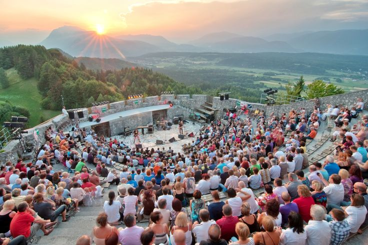 Enjoy live perfomances by exquisit artists and a marvellous sunset on top of it at Burgarena Finkenstein, in Austria.  © Burgarena Finkenstein #feelaustria