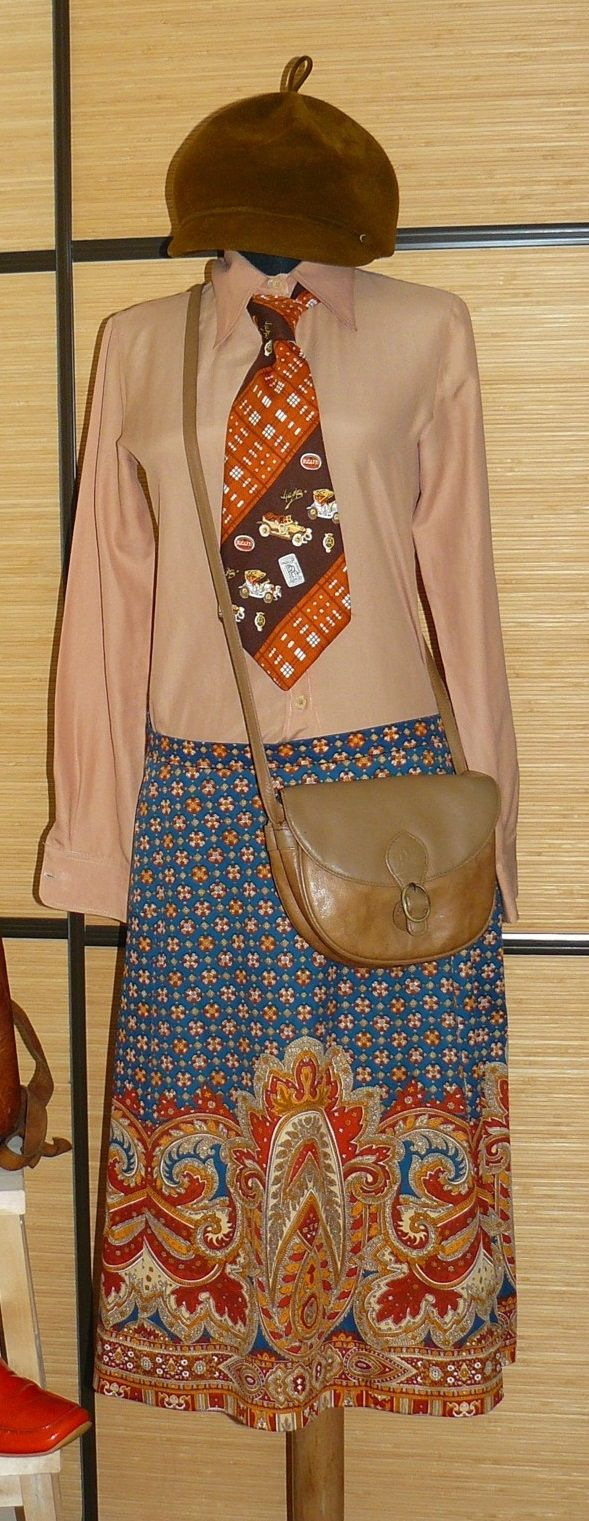 Vintage 70s skirt and a man's tie from the same decade, mixed with a beige shirt, a modern messenger bag in tan and a 60s hat