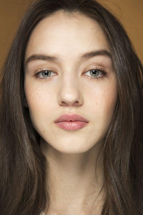 Роскошный романтический макияж nude осень-зима 2015-2016, фото
