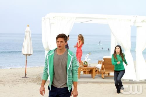 Watch 90210 - We're Not Not in Kansas Anymore Online S5E11