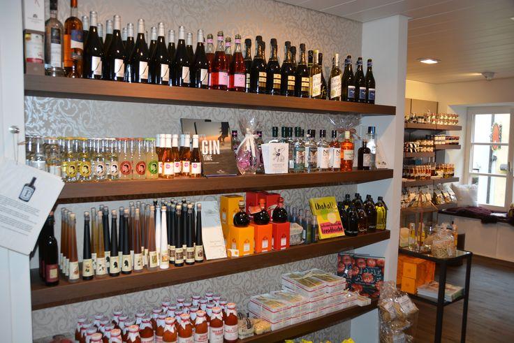Genussabteilung im Frauenladen_Prosecco, Gin, Balsamico, Gourmet-Trinkessig, Pasta und Sugo und Gewürze und Dipp´s zum Selbermachen.....