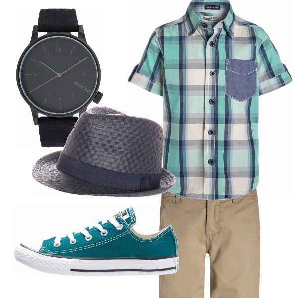 Un simpatico outfit composto da una camicia con taschino, un paio di pantaloncini e Converse basse in tinta. Completa il look un orologio da polso Komono ed un cappello panama.