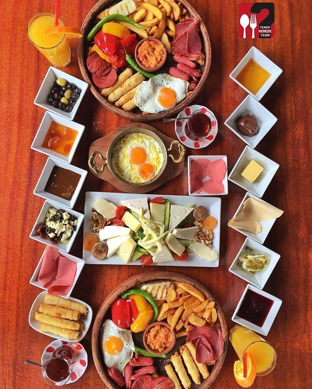 Serpme Kahvaltı & Sıcak Kahvaltı Tabağı - Hero House Cafe / İstanbul ( Acıbadem )   Çalışma Saatleri 09:00-02:00 ☎ 0 216 339 98 43  Serpme Kahvaltı 45 TL / 2 Kişilik  Sıcak Kahvaltı Tabağı 25 TL  Alkollü Mekan  Paket Servis Yok  Multinet, Sodexo, Ticket Var Daha fazlası için Snapchat : yemekneredeynr takip edebilirsiniz... ▫ Sınırız çay servisi ile birlikte, Serpme kahvaltı yanında sahanda yumurta fiyata dahildir. Fotoğraftaki görsel 4 kişiliktir.