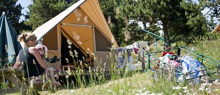 Huttopia | camping nature en France et au Canada, camping biologique, écologique camping de la forêt, l'écotourisme | Huttopia, des campings de la nature en France et au Canada, l'écotourisme, tentes, chalets, chalets, cahuttes et roulottes