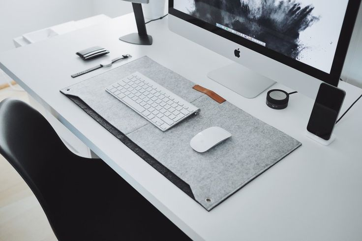 Minimalistic desk mat made from durable premium felt. Perfect for those who want to add a softer touch to their desk. Features two pockets for storing papers and notes. Work perfectly with any mouse.