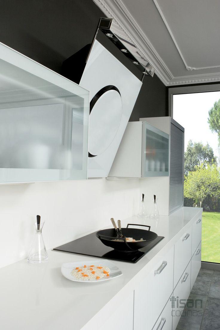 Cocina moderna compact blanco cocinas modernas tisan for Cocinas alargadas modernas