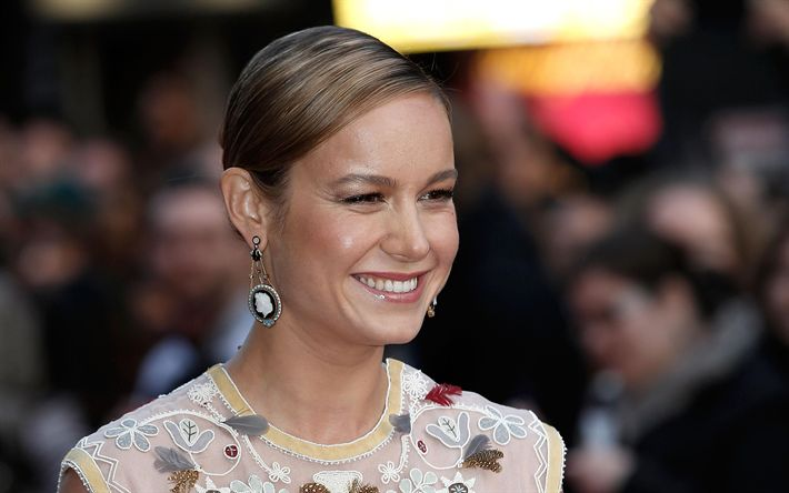 Download wallpapers Brie Larson, Portrait, smile, american actress, beautiful woman