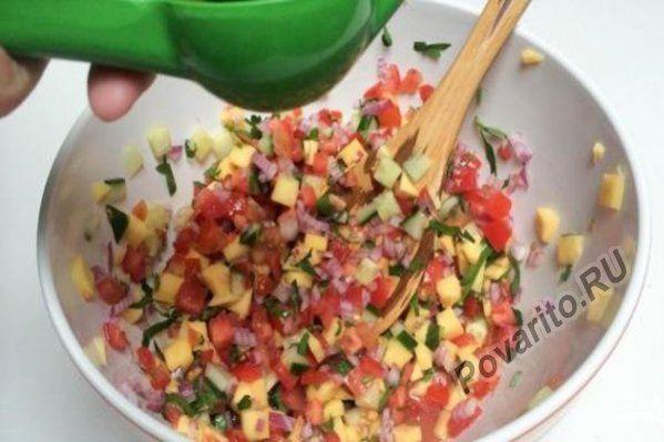 Салат из манго с креветками с майонезом