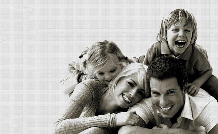 Родителите ни са толкова различни: някои са учители и професори, а други шоумени и бизнесмени. Те са нашите учители и приятели. Едно нещо обаче ги обединява, а именно най-важната работа в света: това да са родители.  Четете още на: http://spisanievip.com/kakvo-znachi-da-si-roditel/