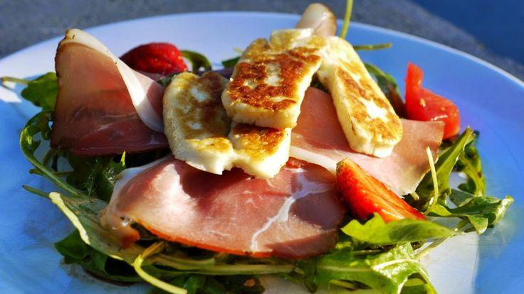 Polskie South Beach: Sałata z truskawkami i grillowanym serem