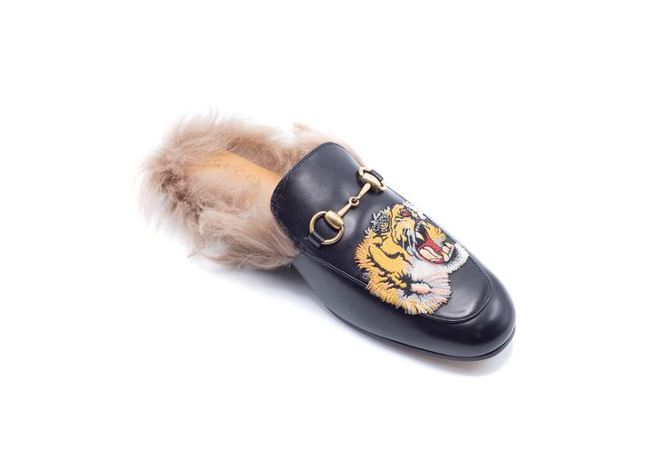 The Princetown slipper in leather with an embroidered tiger appliqué. The tiger motif has has quickly become a key embellishment of Alessandro Michele's collections. - Black leather - Men's - Embroide