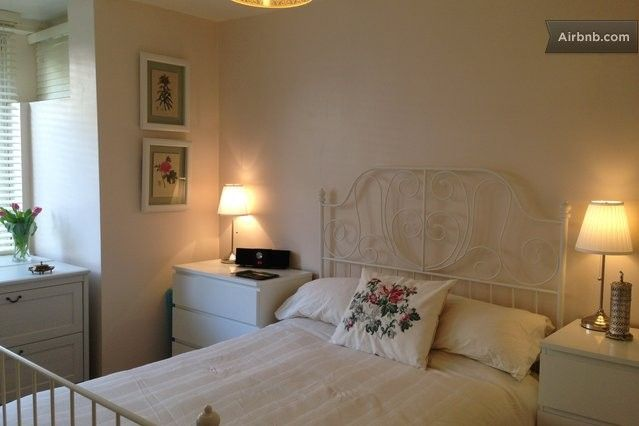 Light and airy double bedroom with ample storage