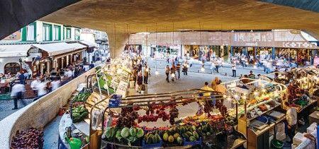 지역 주변 건물과 다른 매력으로 호감을 얻은 '베식타스 피시 마켓' : 네이버 매거진