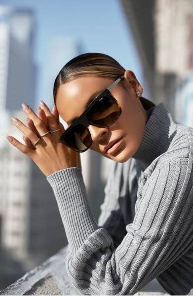 Designed in collaboration with YouTube makeup guru Desi Perkins, this updated iteration of the decidedly glamorous On the Low sunglasses boats a signature oversized shield silhouette and glinting golden arms that bring luxe detail to the look.