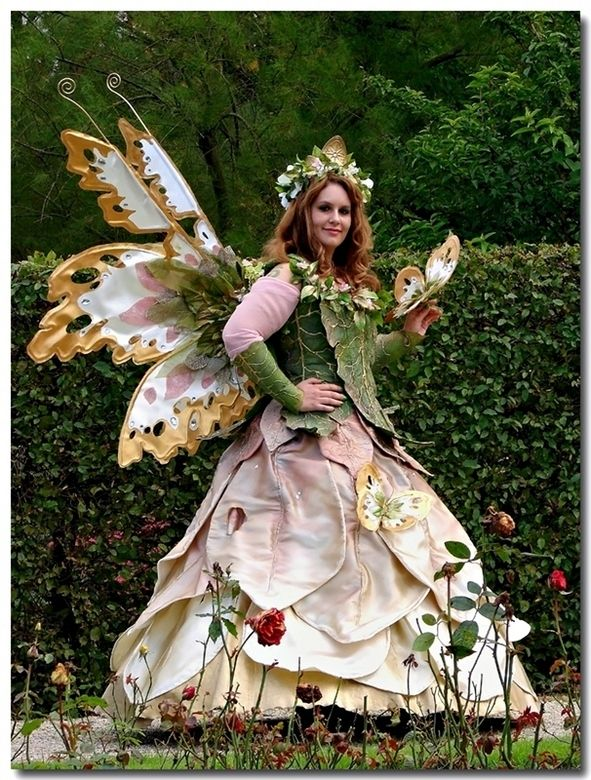 Elf Fantasy Faire in Holland-- Just thought I might share this with you, might find a good idea for everyone's costume.
