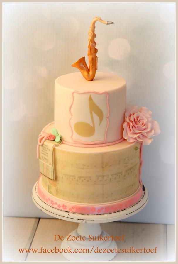 And she love to play the  saxophone..... - Cake by De Zoete Suikertoef