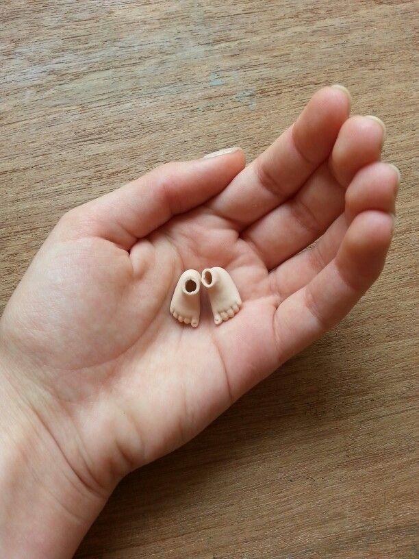 Tiny feet #porcelaindoll #parts #dollmaking #bjd #ooak #fantasy #sculpt #workinprogress
