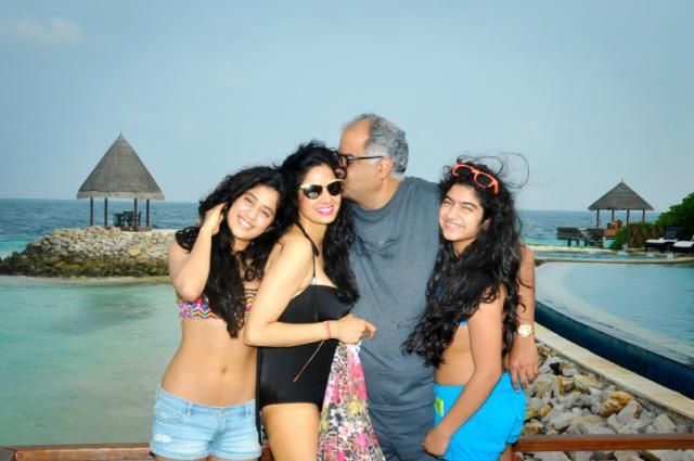 Jhanvi Kapor Young Teenage Beauty Jhanvi Kapoor in Bikini with Sridevi In Bikini