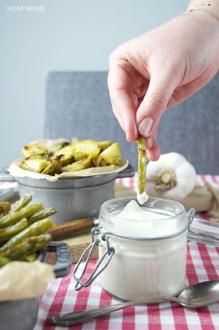 frischkäse-senf-dip / cream cheese mustard dip / gerösteter rosenkohl aus dem ofen & geröstete grüne bohnen aus dem ofen | roasted Brussels sprouts from the oven & roasted green beans from the oven ❤