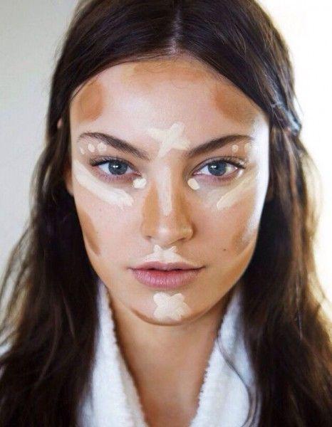 Qui aura le meilleur coup de pinceau ? Sur les réseaux sociaux, les beautystas postent sans complexe des photos avant/après de leur séance de contouring, nous laissant l'opportunité d'admirer leur talent.  http://www.elle.fr/Beaute/Maquillage/Tendances/Avant-Apres-les-25-contouring-les-plus-reussis-d-Instagram