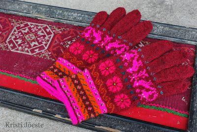 Love those colors from #Muhu island, knitted by talented Kristi Jõeste - Kristi Jõeste blogi: Kaisa Muhud/Muhu gloves for Kaisa