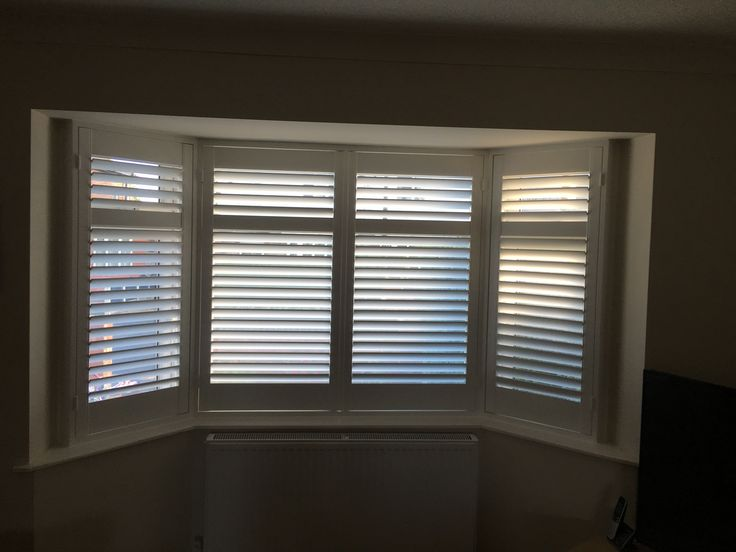 Bay window shutters we installed in Cheadle Hulme. This customer was only 5 minutes from our showroom, which has been given a fresh new look inside - can you guess what colour it's been painted? 🎨🖌