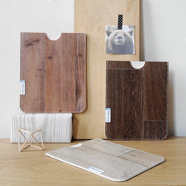 Funda Sakapad. Funda para iPad elaborada en vinilo de imitación a madera, para transportar a tu tablet protegida y con elegancia y originalidad.