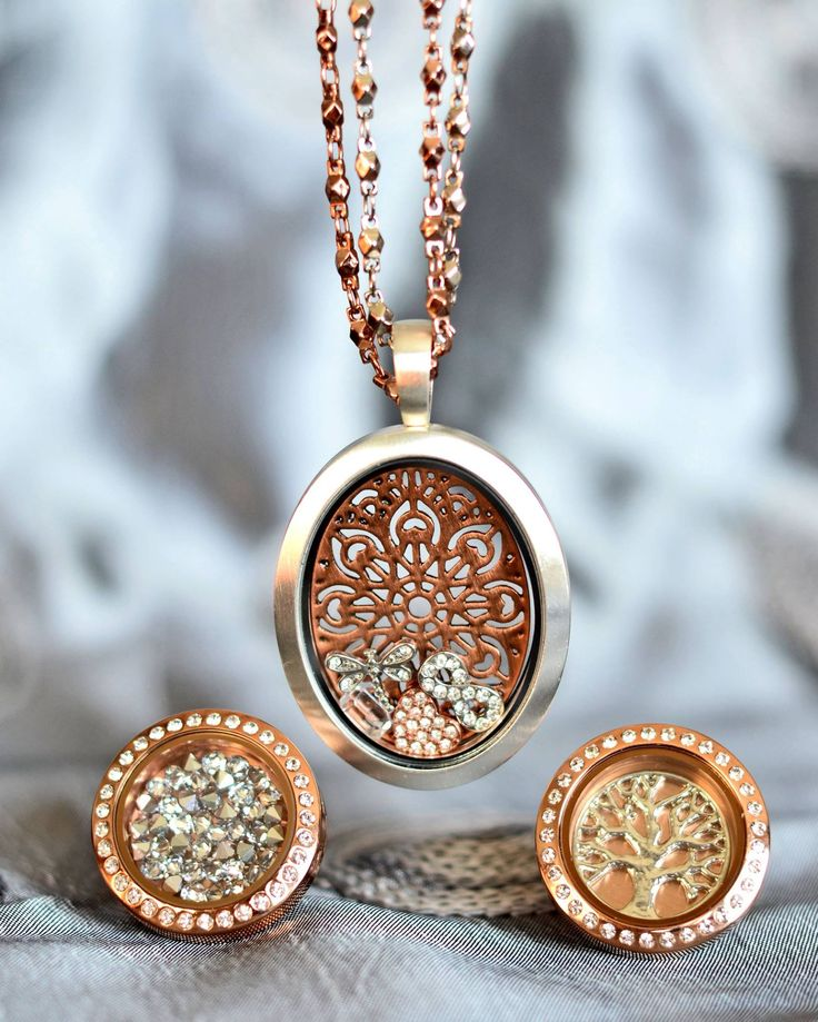 Mix it up a bit with different tones. Silver Oval locket with Rose Gold chain and screen. southhilldesigns.com/sinejeanniemckenna artist # 254711