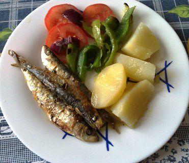 Sardinhas assadas, gegrilde sardientjes (Portugees gerecht)